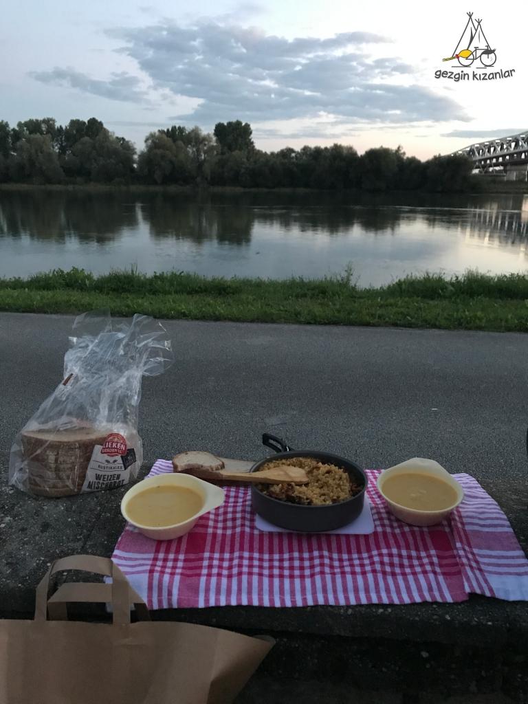 Deggendorf Akşam Yemeği