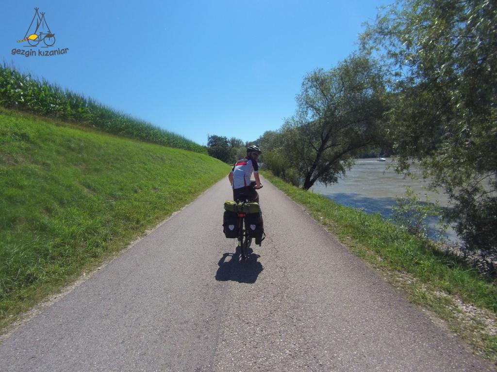 Tuna Nehri Bisiklet Yolunda