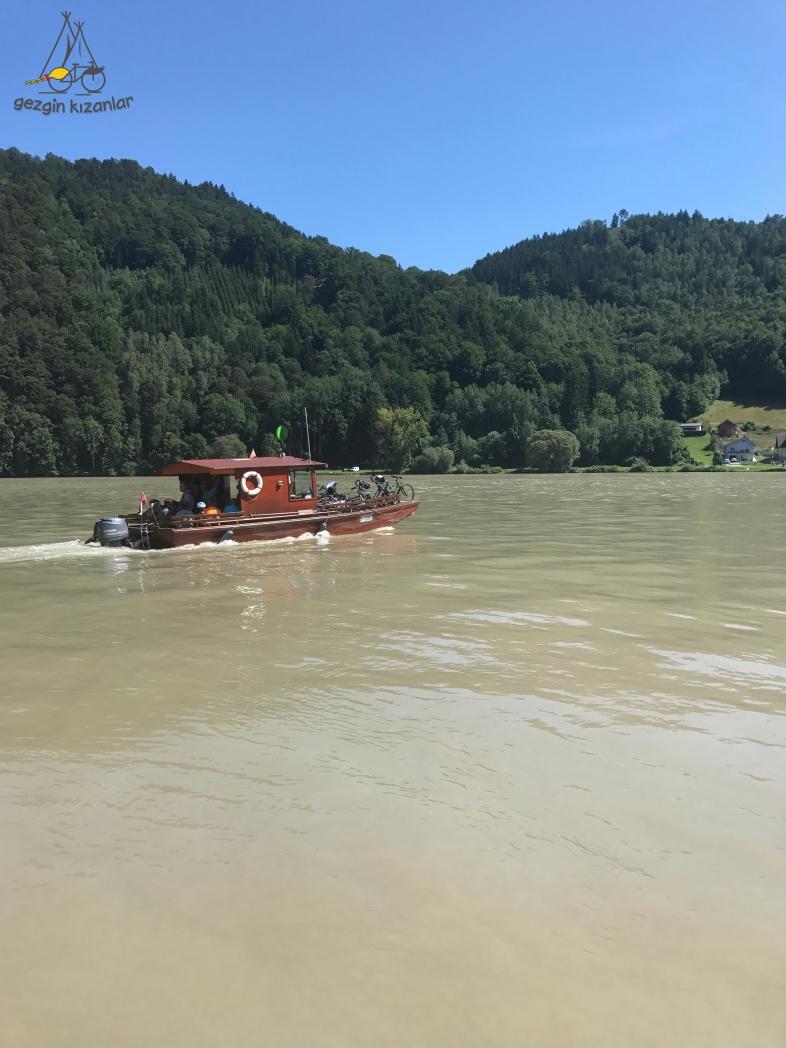 Tuna Nehri Tekne Geçişi