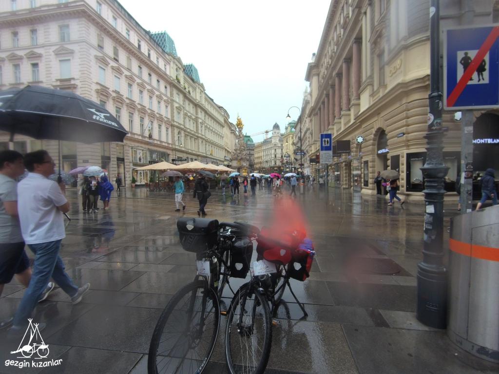 Viyana Yağmur Bisiklet