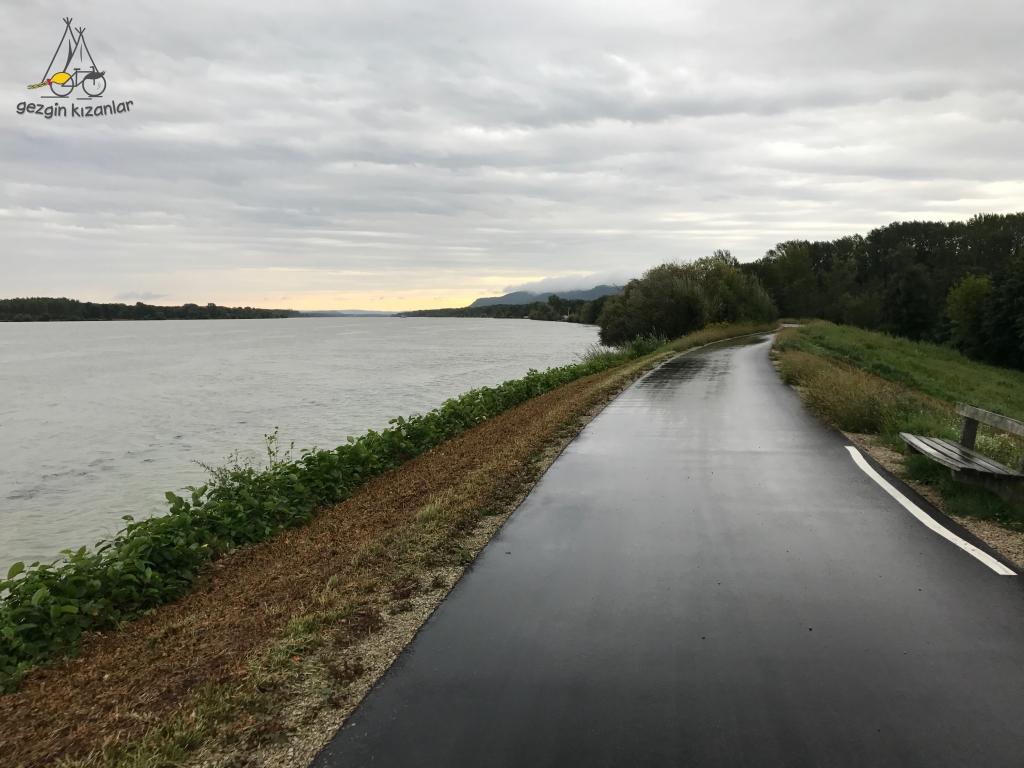 Yağmurda Bisiklet Yolu