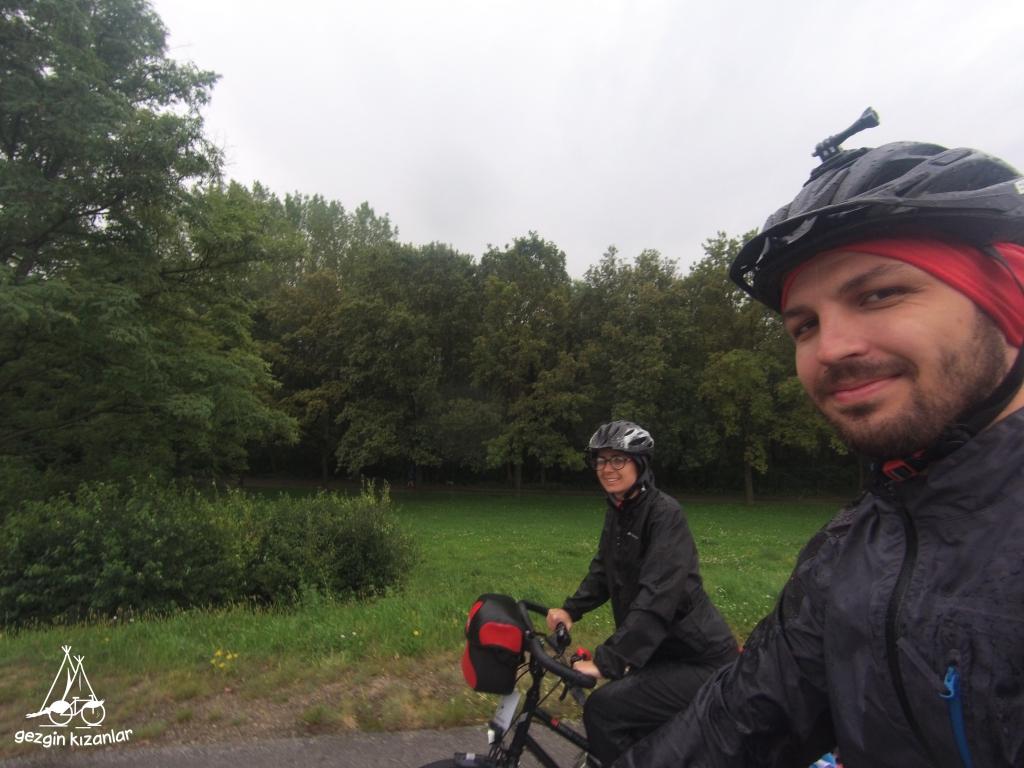 Yağmurda Bisiklet