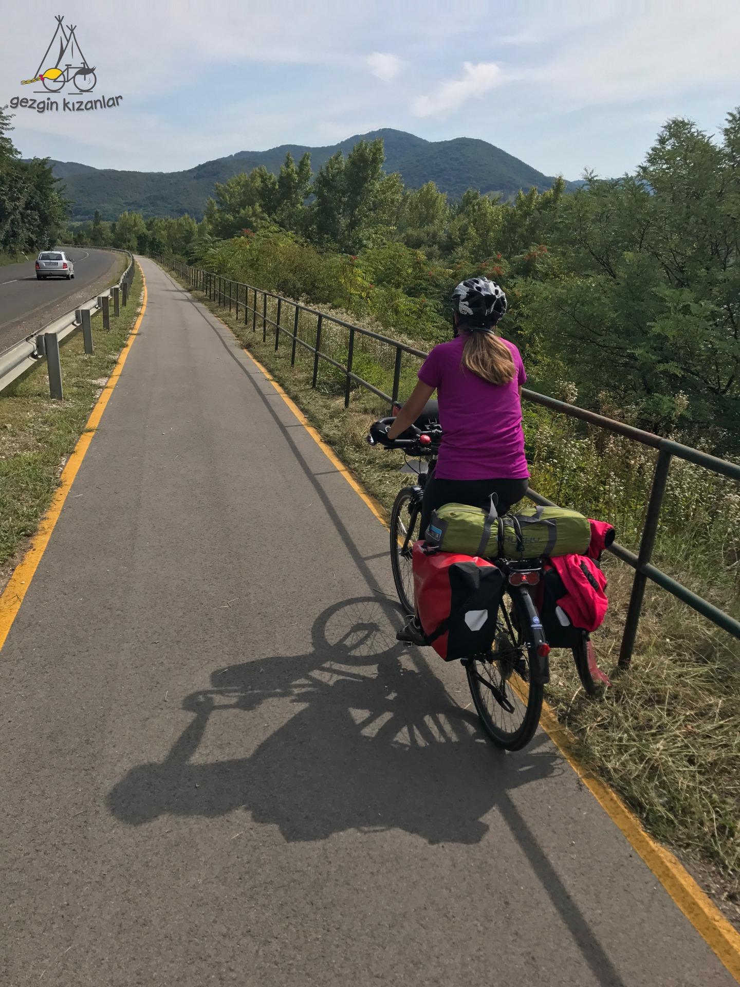 Bisiklet Yolu Szob