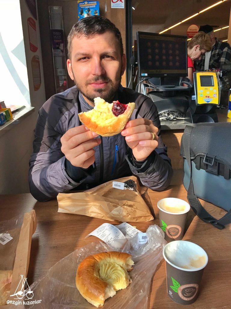 gezgin-kizanlar-kahvalti
