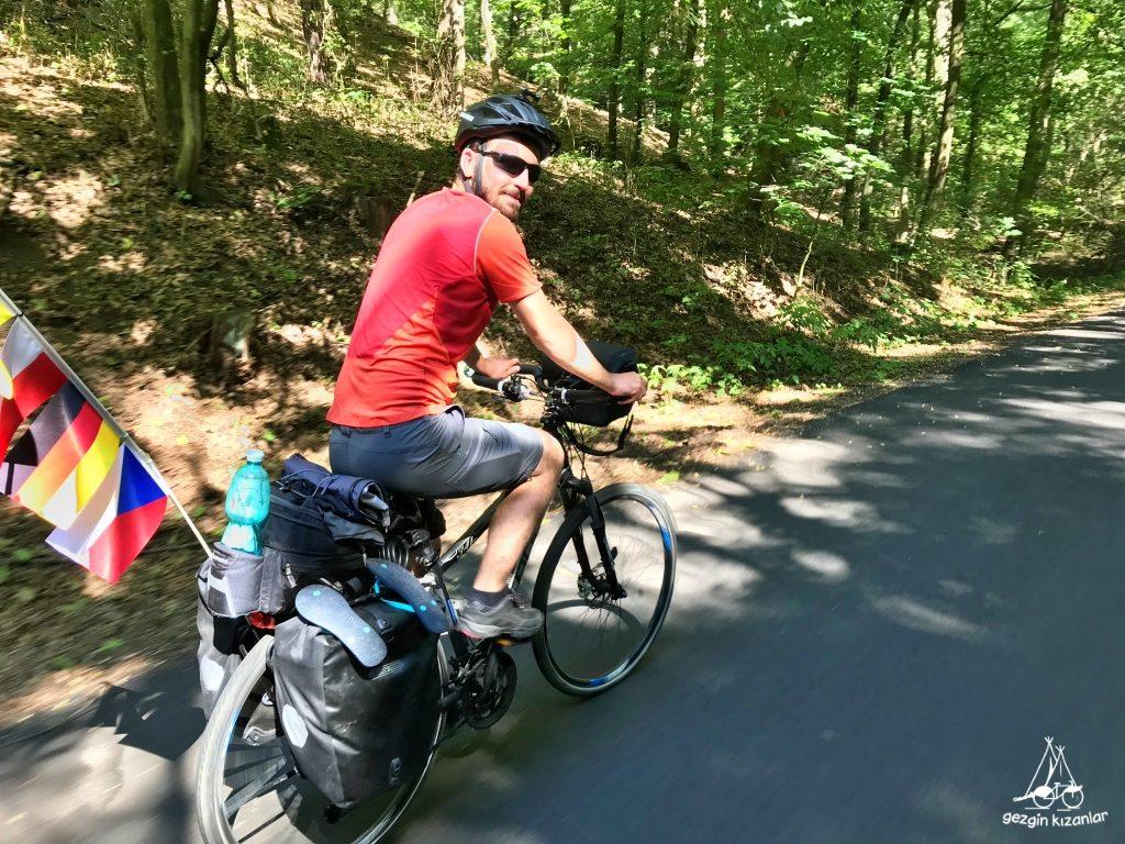 gezgin-kizanlar-bisiklet